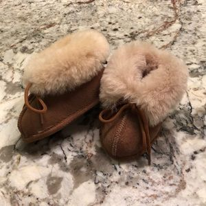 Infant slippers, sheepskin